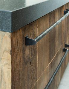 industriële handgreep houten keuken